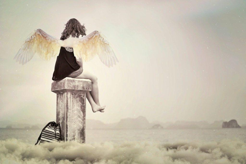 fille ange sur cheminée